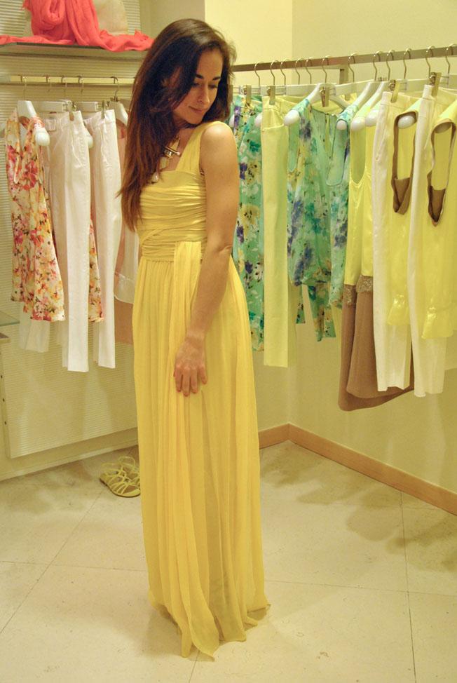 Outfit vestito lungo giallo