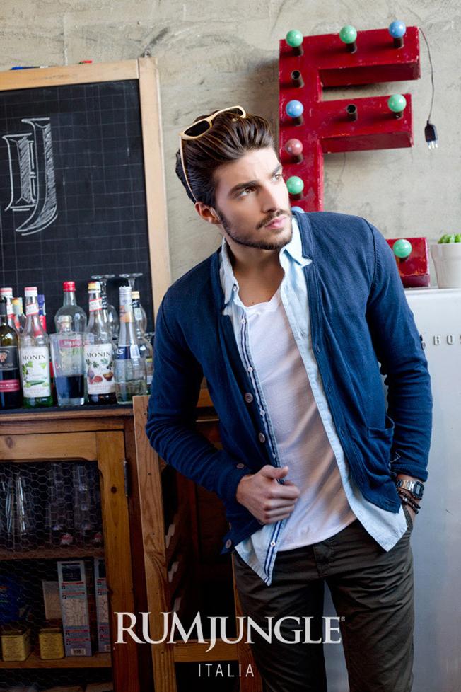 10-cardigan-mambo-shirt-cesky-t-shirt-taylor-trousers-porta
