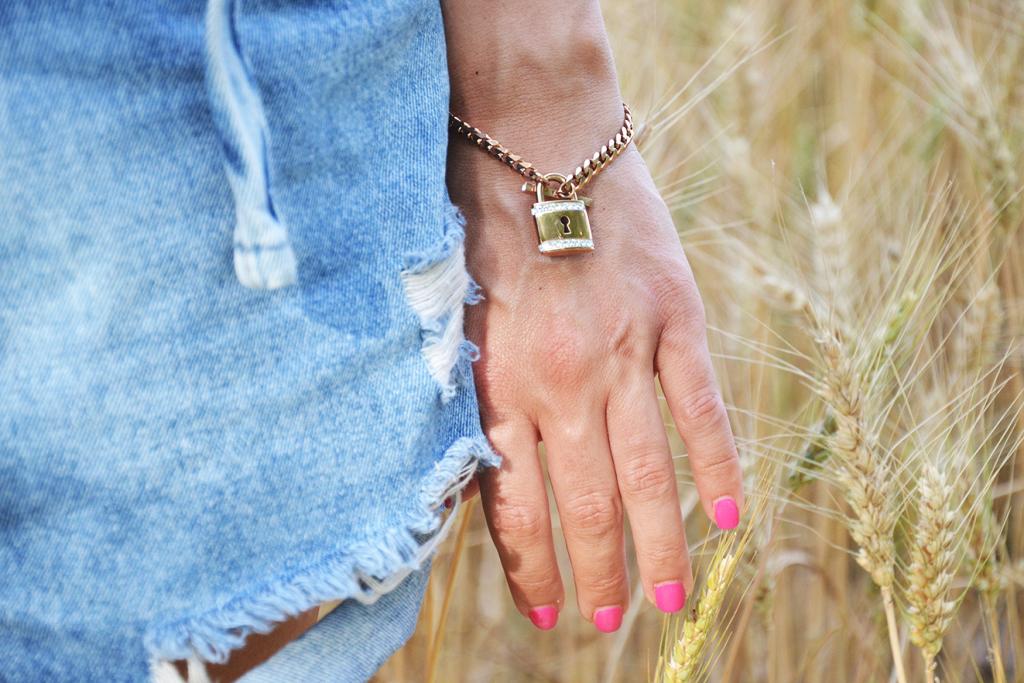 alessia-canella-calvin-klein-parrots-stroili-oro-bracciali-anelli-berretto-NY-fashion-blogger-vicenza-mycalvins-shorts-bracciale-lucchetto-1024x683