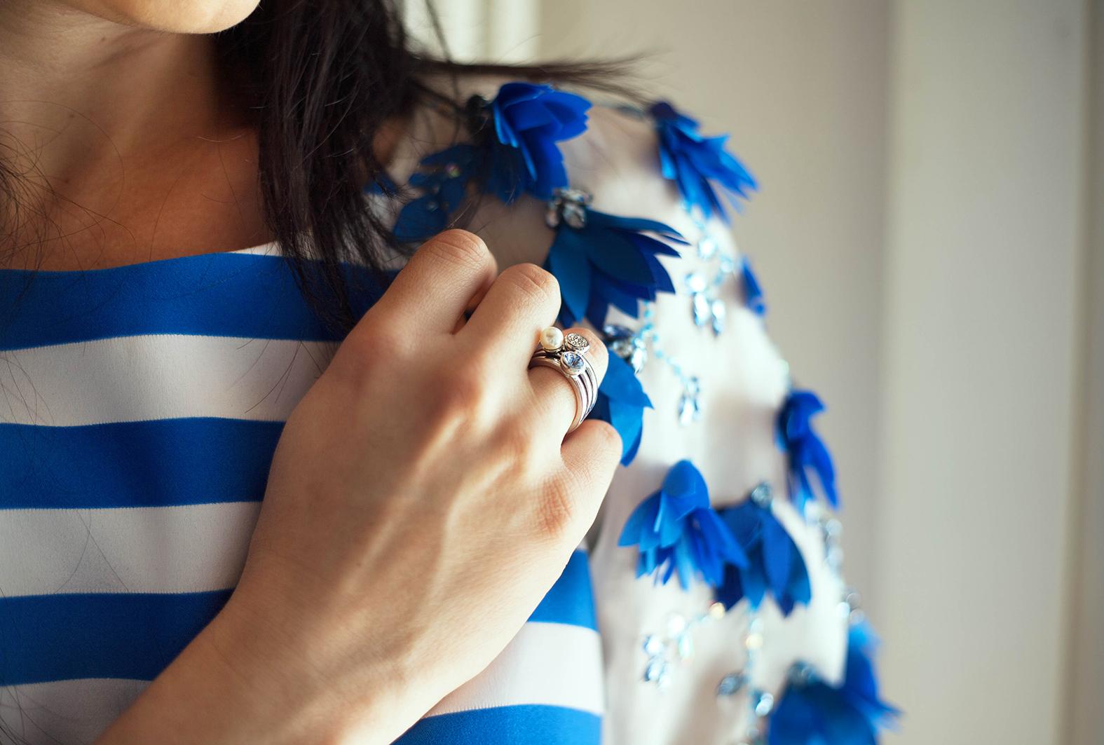 outfit-alessia-canella-vestito-righe-bianche-azzurre