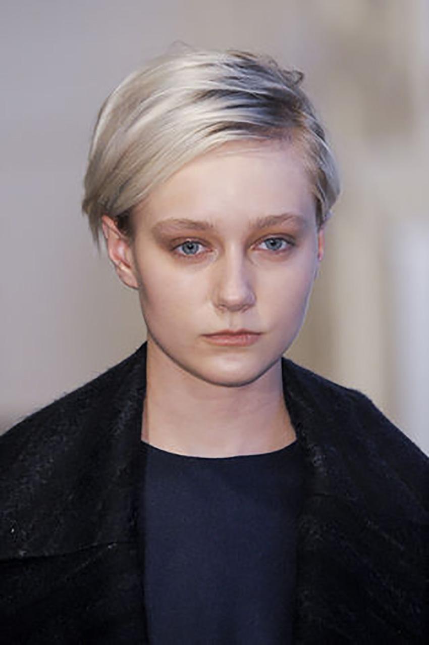capelli-corti-alessia-canella-Ultra-corto-soft-chic_su_vertical_dyn