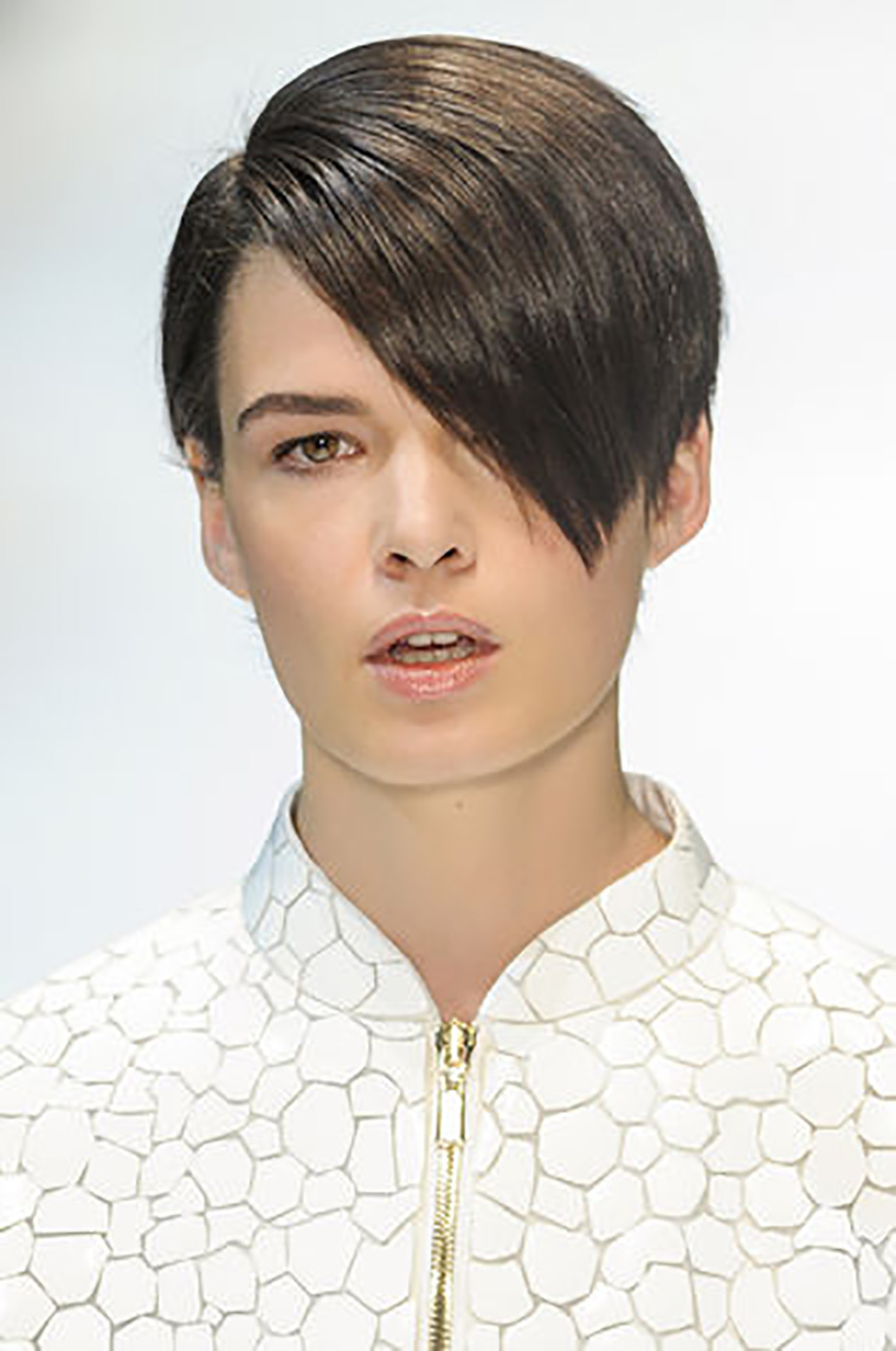capelli-corti-short-hair-Alla-garconne_su_vertical_dyn