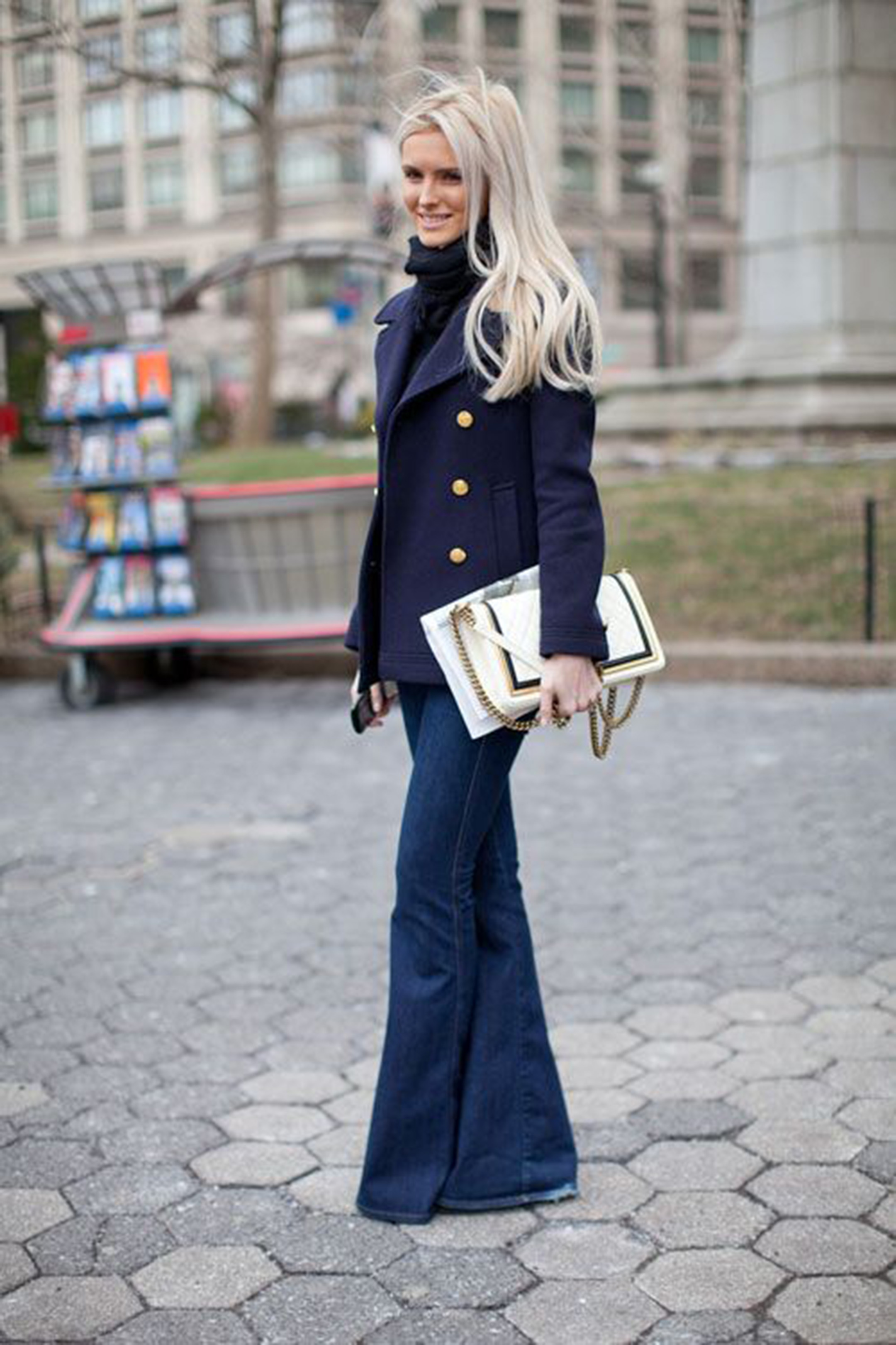 navy-blazer-and-jeans-flared-alessia-canella