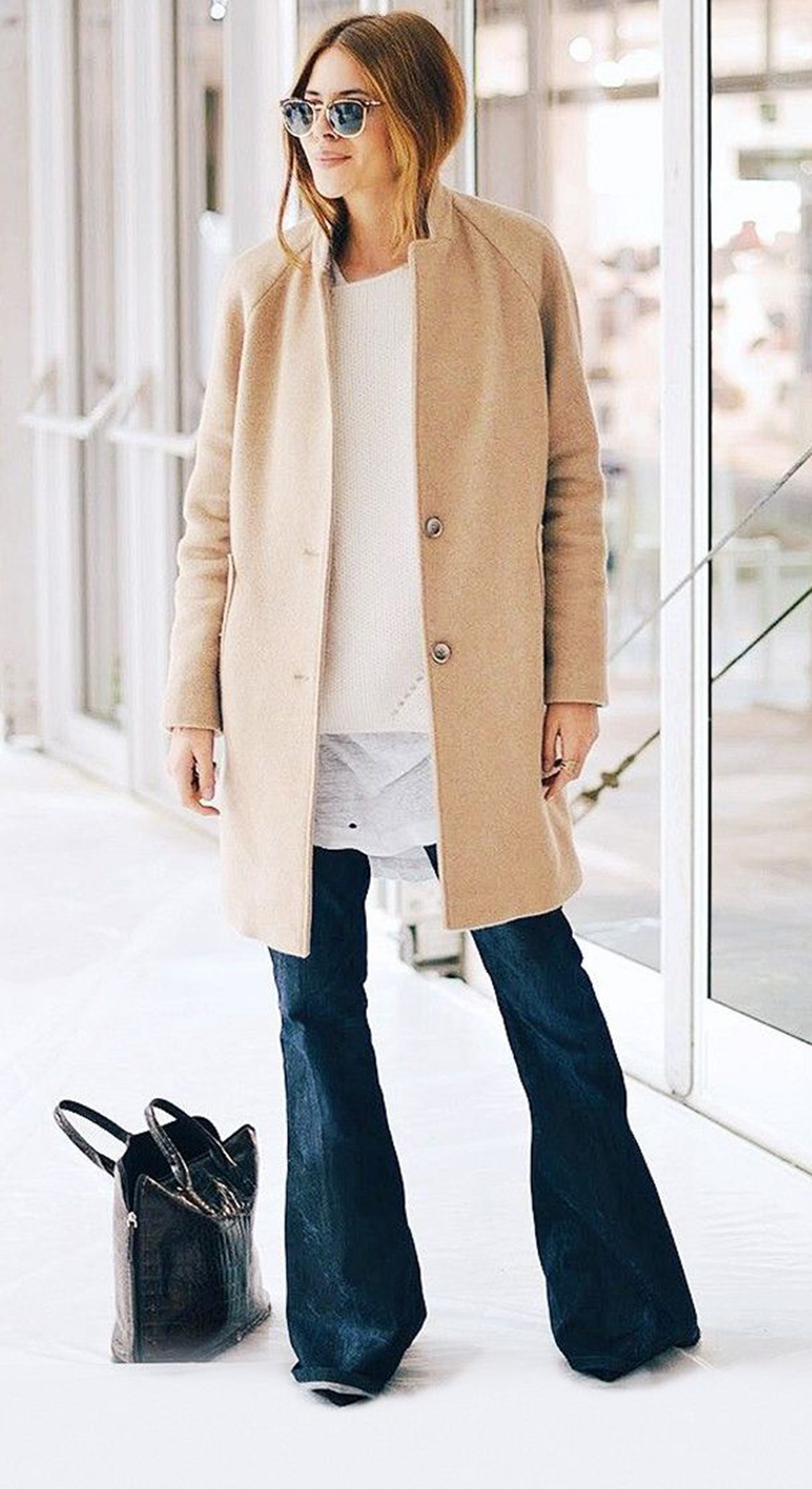 pantaloni-zampa-styleshouts-hollywood-style-flared-jeans-black-color-mantella-shirt-crop-top-fashion-trend-cream