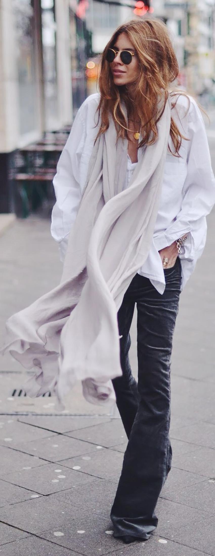 pantaloni-zampa-styleshouts-hollywood-style-flared-jeans-black-color-mantella-shirt-crop-top-fashion-trend