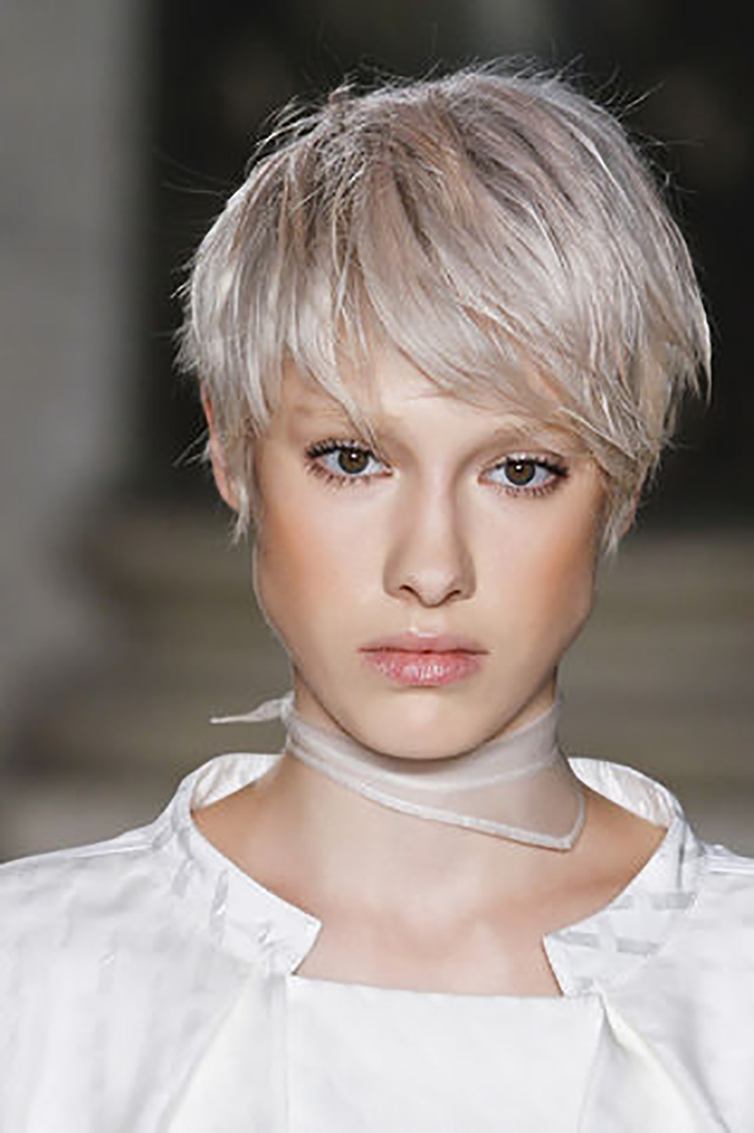 styleshouts-alessia-canella-Carre-total-white_su_vertical_dyn