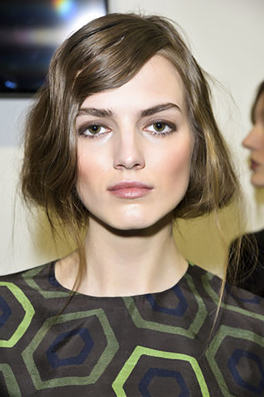 styleshouts-short-hair-Carre-voluminoso_su_vertical_dyn