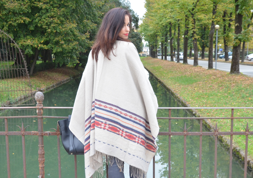 poncho-accessorize-mantella