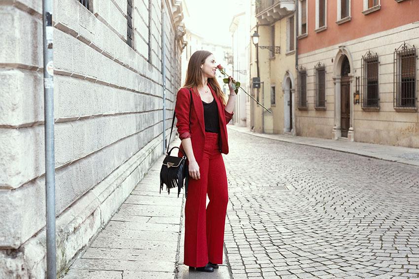 come_indossare_tailleur_rosso