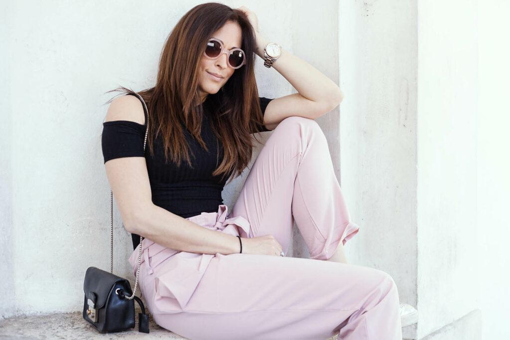 come_abbinare_pantaloni_rosa