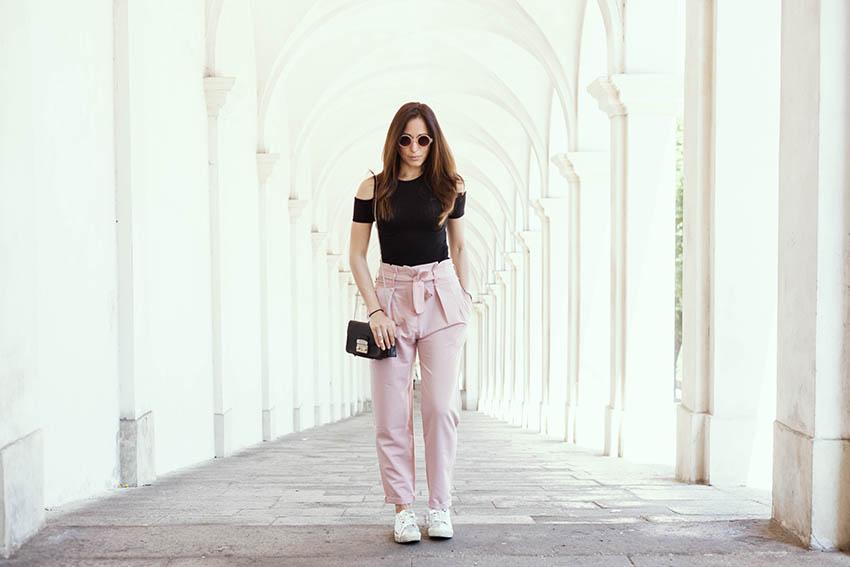 come_abbinare_pantaloni_rosa_consigli