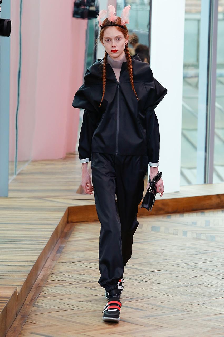 pantaloni_tessuto_tecnico_prada_resort_fashion_trend