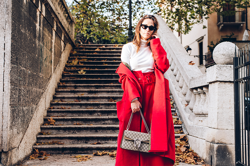 alessia-canella-blogger-gucci-bag-anno-nuovo-nuovi-propositi-2018-outfit-invernale-con-cappotto-rosso-pantaloni-trend