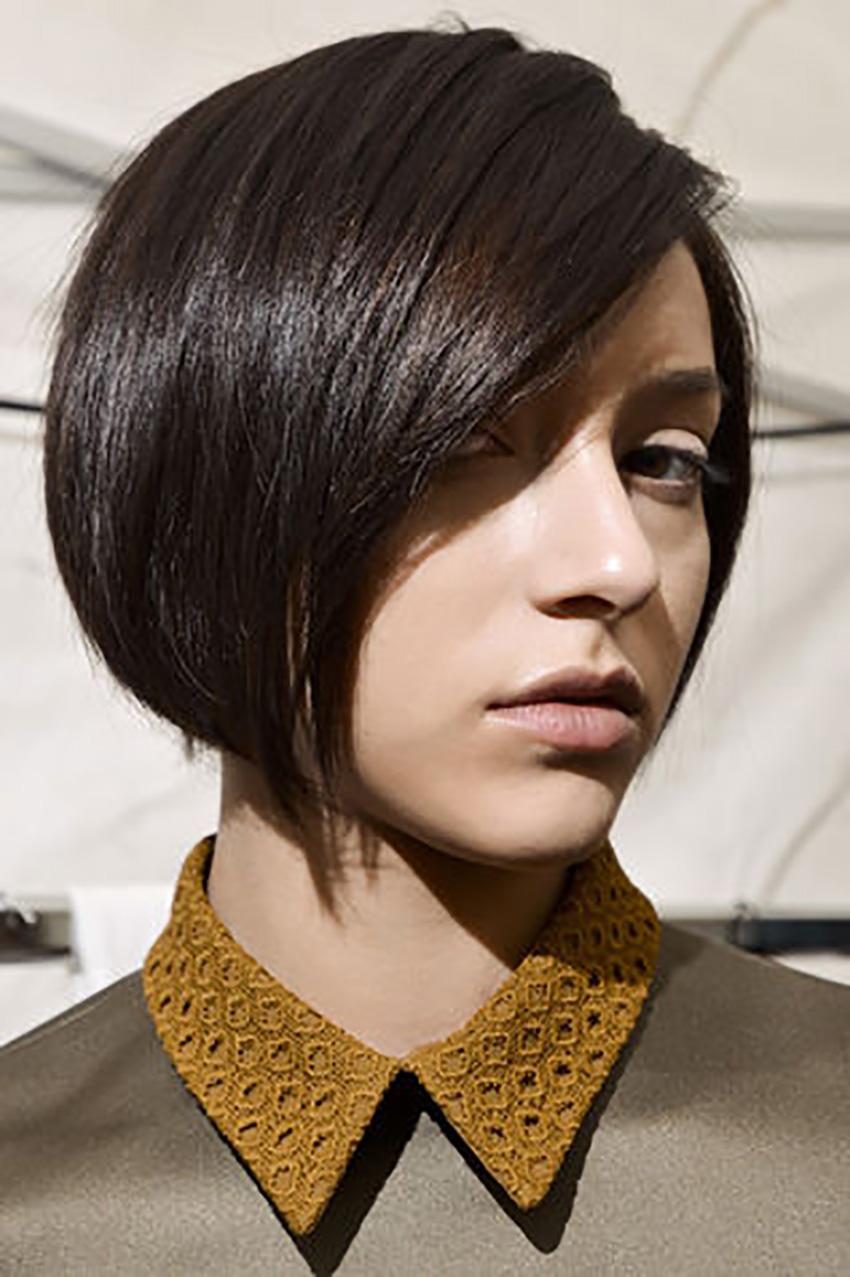 capelli-corti-short-hair-Carre-allungato-sul-davanti_su_vertical_dyn