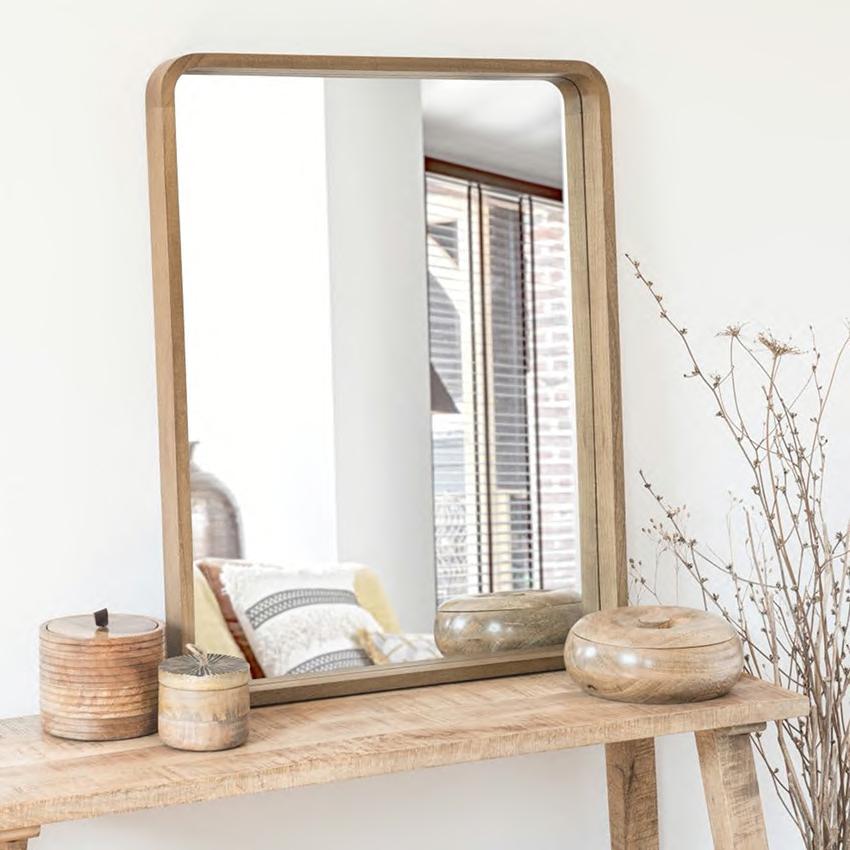 Specchio rettangolare di Maison du Monde in legno rende l'ambientepiù ampio e luminoso
